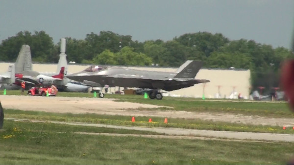 F-35 Arrival at EAA - 22 July 2015