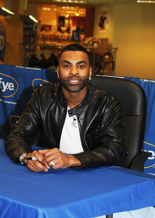 ginuwine CD signing at FYE Phila, Pa
