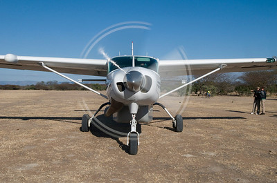 Madundas airstrip, Cessna caravan with propellor turning