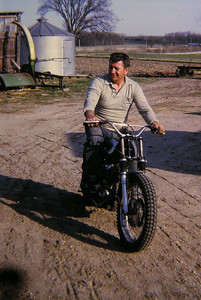 1 3 14 Dad, sep 1970, Grandpa's farm 3