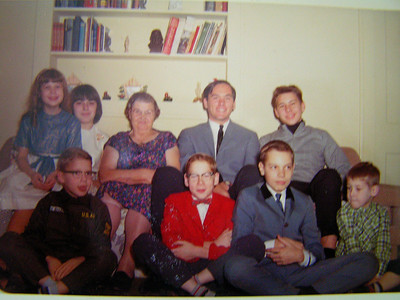 1 4 14 Christmas, about 1964, Aunt Mamie's,  Warrenville, IL  PICT8367