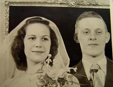 1 29,2014 Aunt Dorothy and Uncle Bob, feb 2, 1948CIMG5089