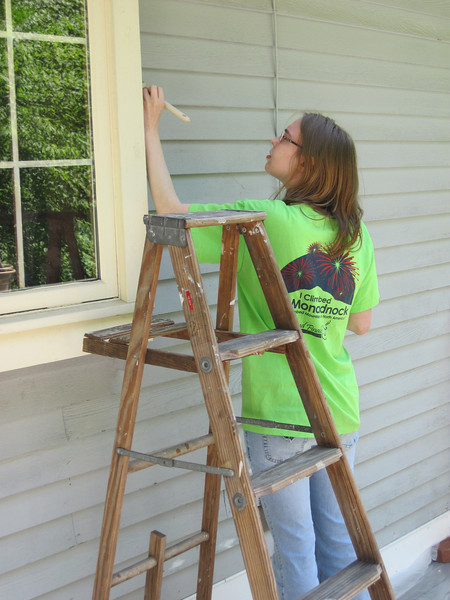 Mary paints the house