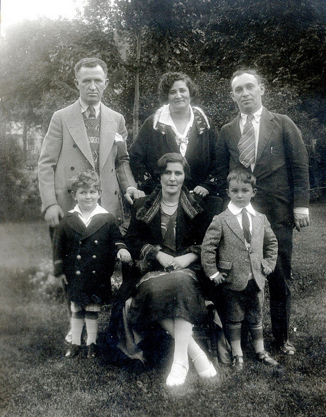 Max and Tilly Goldstein with Morris Roth (in back standing<br /> Marty G, Molly (in front sitting) and Bert Roth