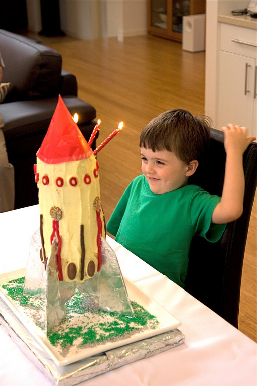 Alexander's 4th birthday - rocket cake.