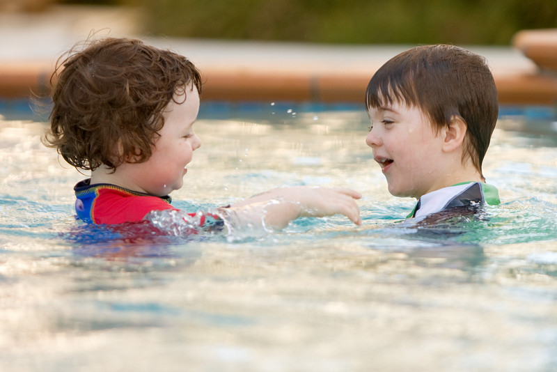 Alexander and Oliver playing in the pool.