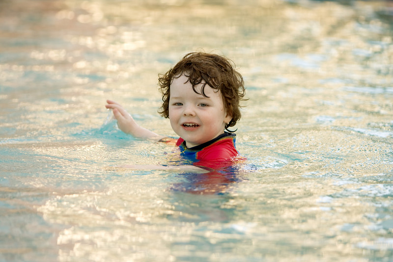 Oliver in the pool 1