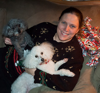 Linda, Rizzi and Kerby hanging out with Mommy Christmas 2010