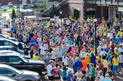 Run For Boston - Running Central in Peoria Heights - this was a donation and fun run event to support the victims of the Boston Marathon terrorist attack.  The organizers completely underestimated the outpouring of support from fellow runners - in fact, only ordered 160 shirts - as you can from the shots, there were significantly more people there!!
