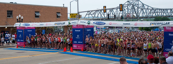 Steamboat Race Peoria Illinois 6/18/2011 - Illinois' Toughest 15K - their all lined up - this race starts the 4 mile participants and the 15K participants at the same time - ~5k racers this year