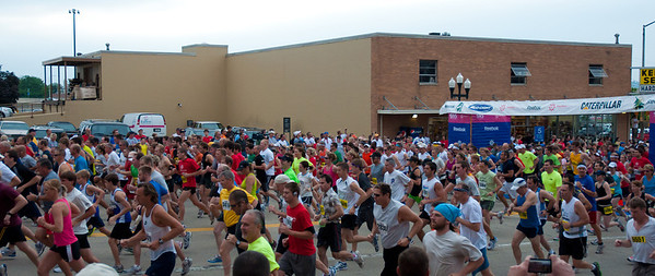 Steamboat Race Peoria Illinois 6/18/2011 - Illinois' Toughest 15K - and they are OFF - hey, who is that in the middle of the picture (if you need a zoom, check the next slide)