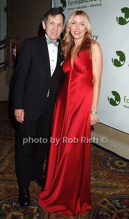 Dennis Kucinich, Heather Mills photo by Rob Rich © 2008 robwayne1@aol.com 516-676-3939