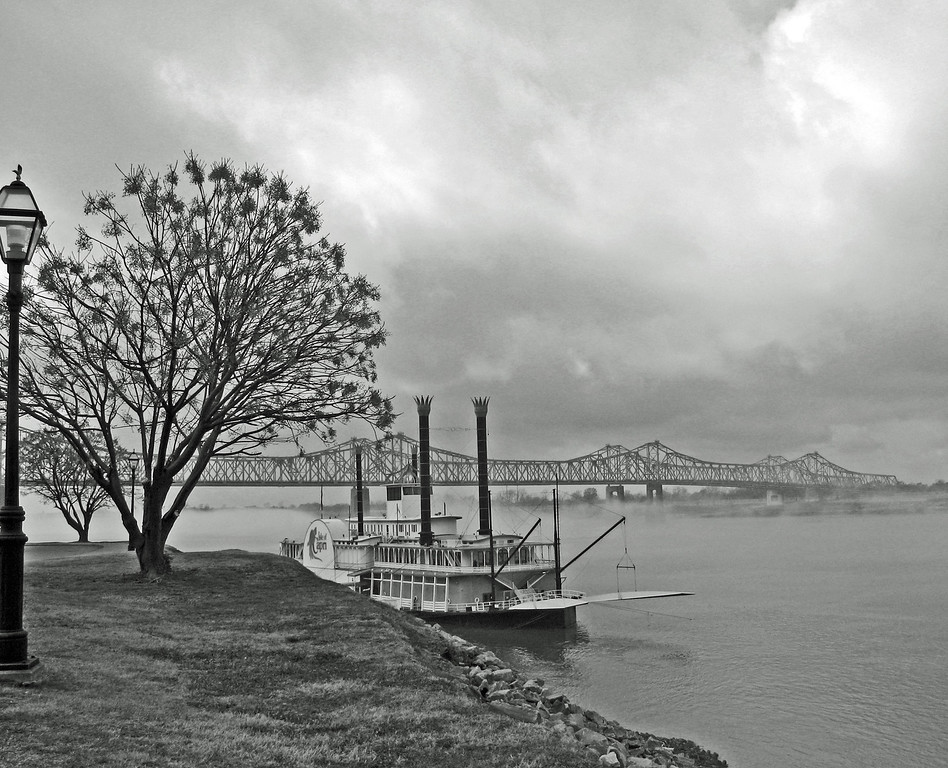 Misty day on the Mississippi River at Natchez