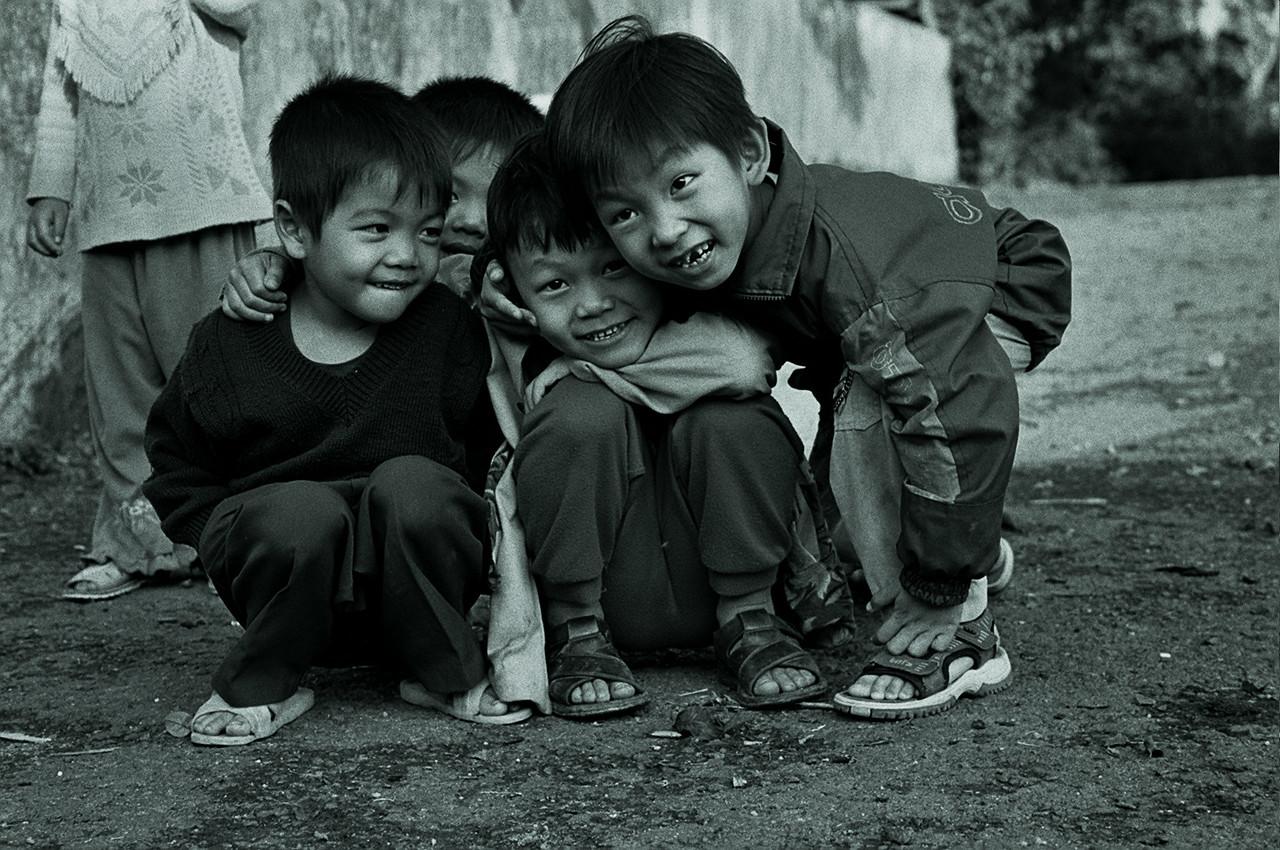 vietnam - camera-shy kids 1