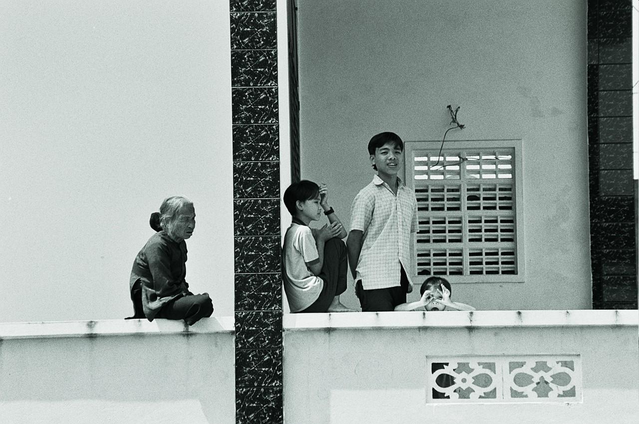 vietnam - peeking