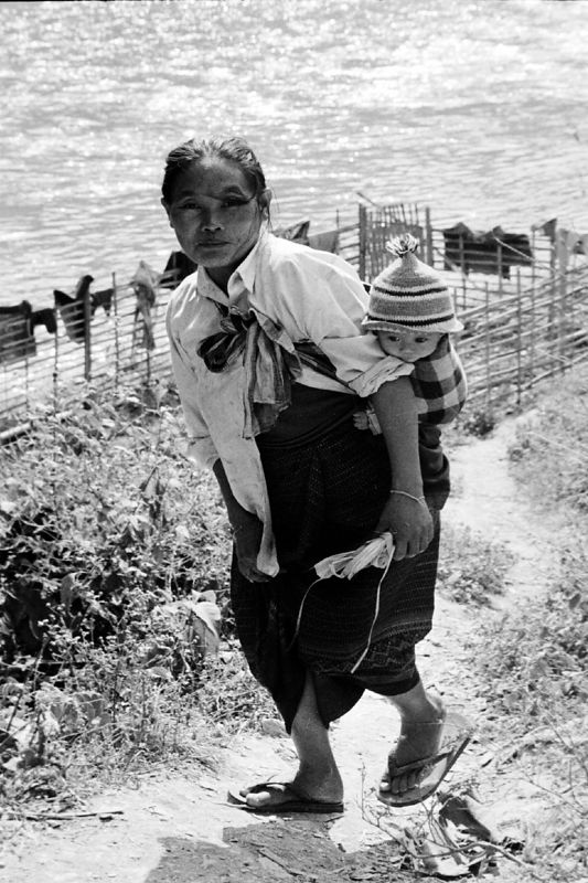 laos -mother and babyby river2