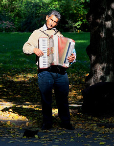 Accordion player in Vigelands Parken, Oslo