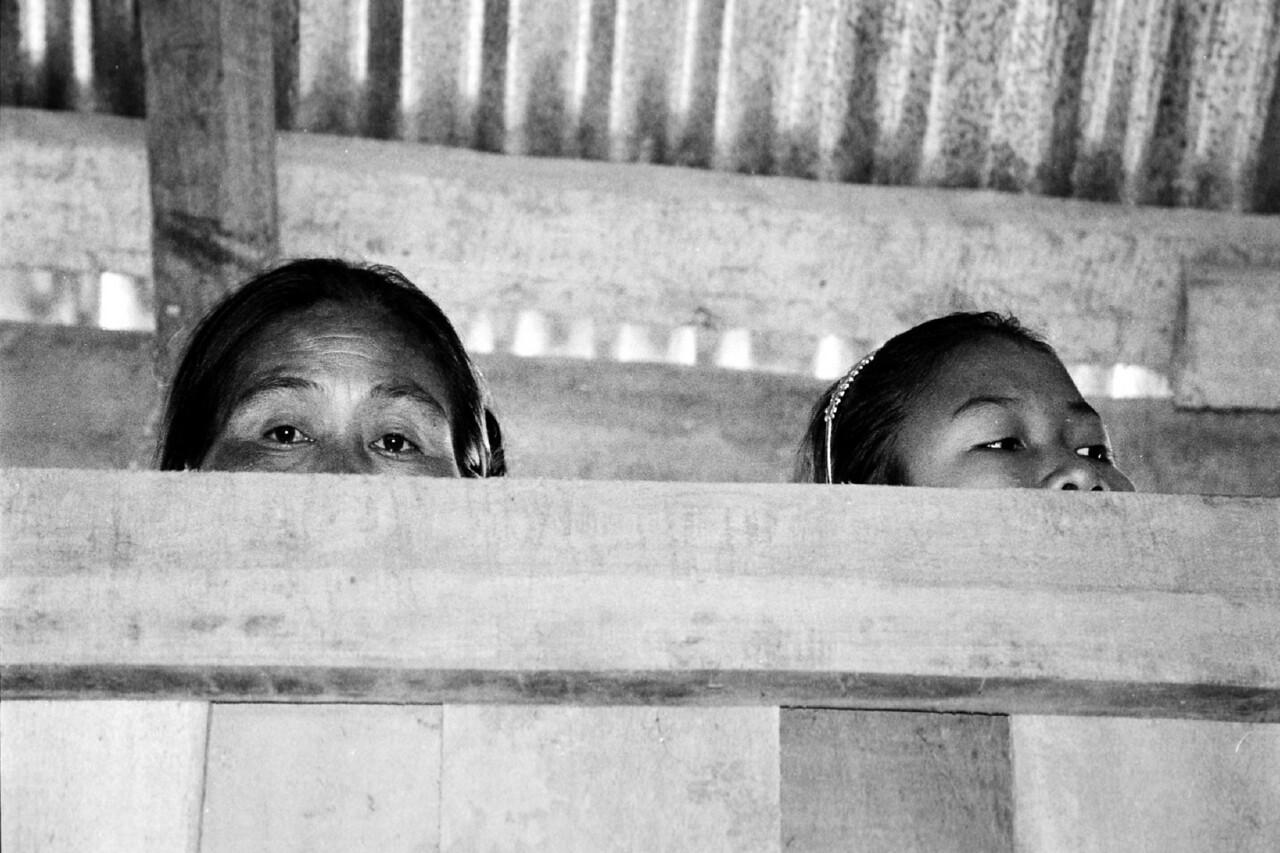 laos -people watching 3