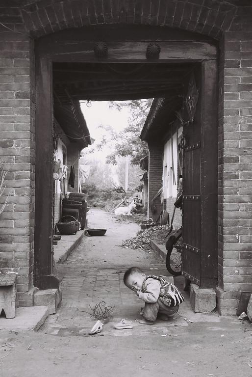 china -baby girl in doorway 1