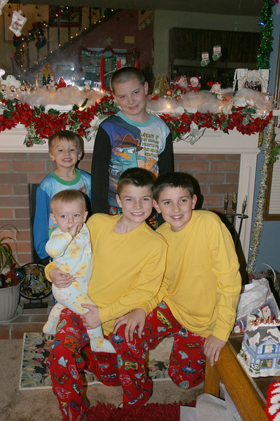 All the jammie boys.........Connor and Alex in back row and Zane, Chase and Wes front row.