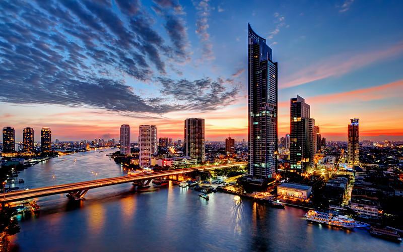 Bangkok's Modern River Skyline (1)