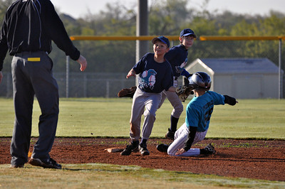 2011 Marlins U11 Baseball - Landry stealing second base