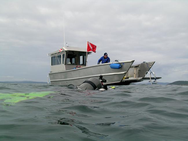 "Pete bringing ""Xlendi Bay"" for diver pickup. October 5, 2008"