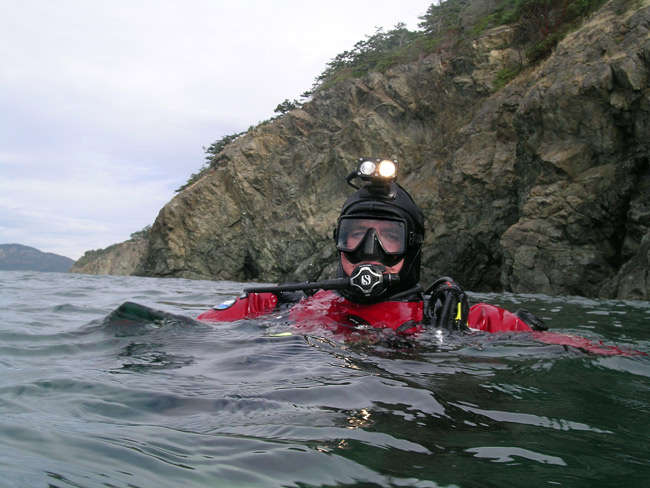 My buddy Todd, as we wait for the boat after a nice dive at Sares Head. October 5, 2008