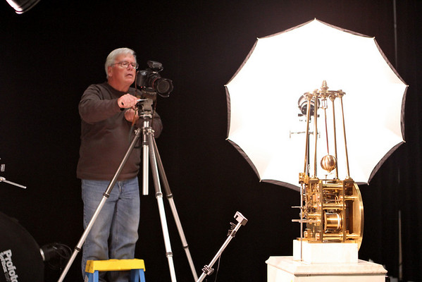 Filming the top view of the conical pendulum and constant force remontoire