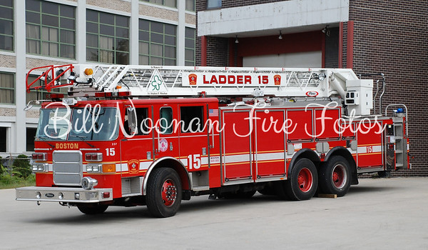 Ladder Co. 15 re-located to Ladder Co. 9...this rig will soon go to Ladder Co. 21
