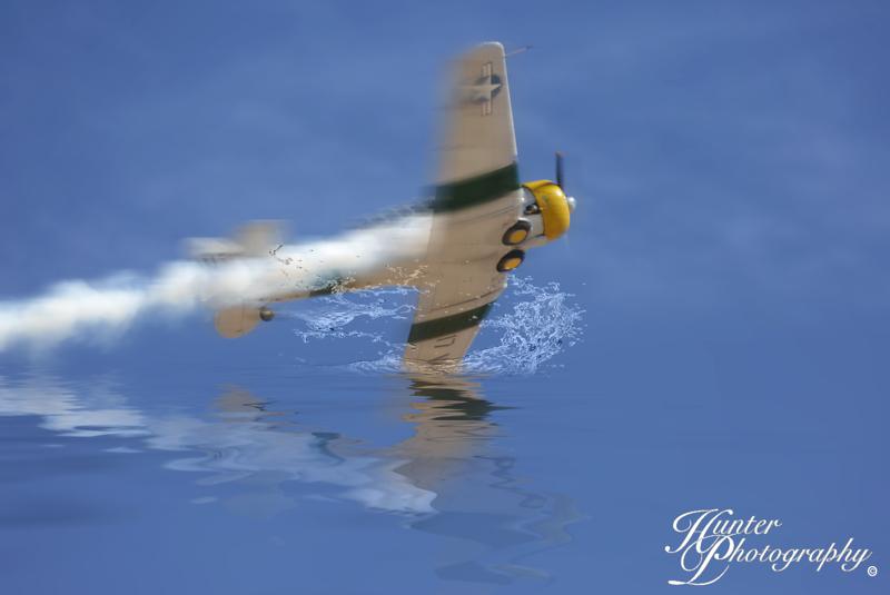 plane crashing into water-3271-6x4 FB