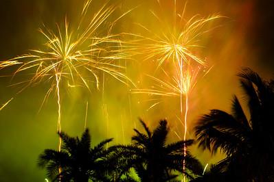 Jim Taylor's fireworks over the Beachhouse Restaurant on New Year's 2006.  www.GrouperSandwich.com