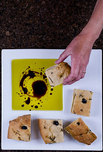 Olive oil and balsamic vinegar dip with olive bread.