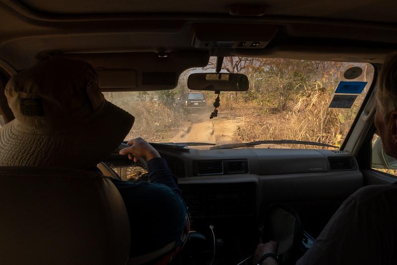 På vei ut i bushen / Into the bush