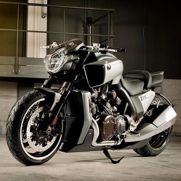 yamaha-v-max-motorcycle-5