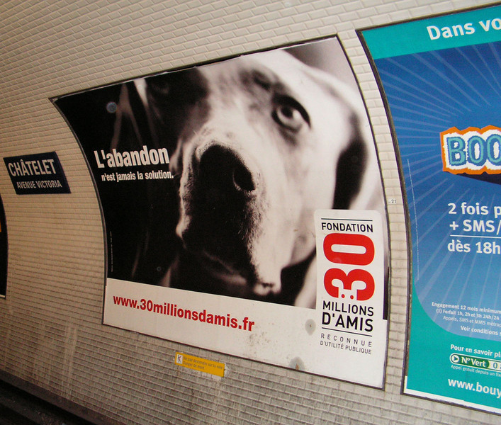 Humane Society poster in the Paris metro.
