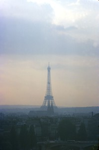 s38-26-EiffelTowerNearSunset-small