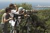 Ana en el Estrecho observando la migración con Fernando Barrios y Salvador