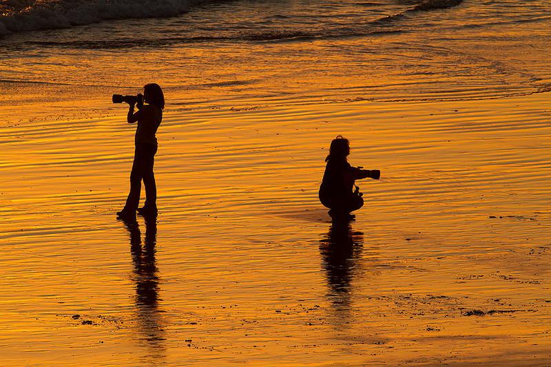 Ana y Mari O Padilla en la playa de La Barrosa