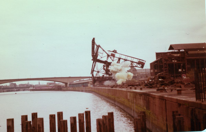 These charges proved fatal and at 18:00 on 5th April 1981 the three large unloaders that had dominated the Glasgow skyline for the previous 24 years were gone.
