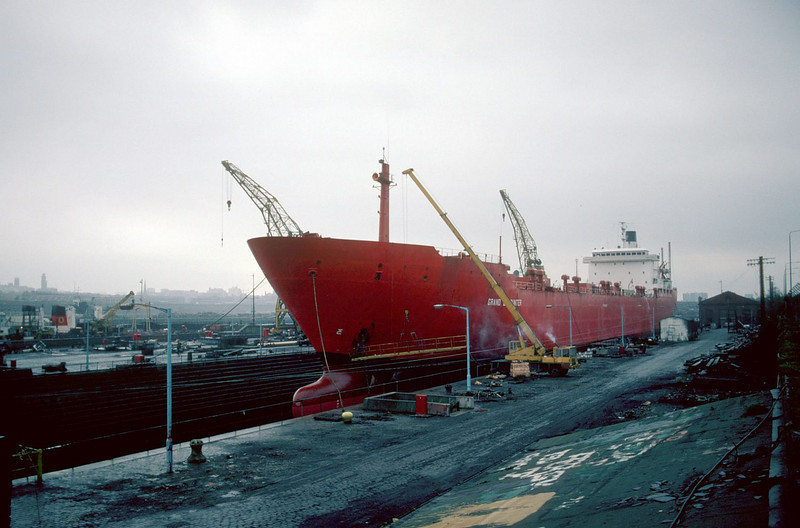After a substantial length of time laid up at General Terminus, Grand Encounter returned to commercial service but before she left the Clyde she went into Govan Drydock No 3 for a fairly extensive overhaul