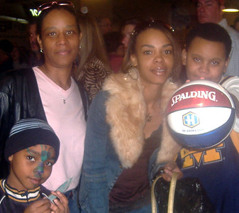 HORNETS RULE. Kick'in it at the OKC Hornets vs LA Lakers game.  Ford Center OKC, OK. Feb. 4, 2006. Kai, Crystal, Ebon and Demetries.