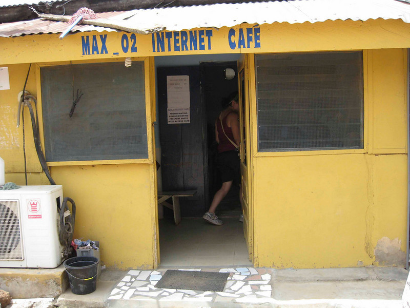 """Although """"cafe"""" sugests their might be coffe, drinks and snacks, there are only 5 or six OLD computers with barely functioning keyboards and mice. there is an antique satellite dish on the roof, rumore has it that it is linked to a server in Italy..go figure!"""