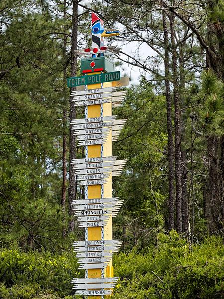 Melrose Florida's Totem Pole Road
