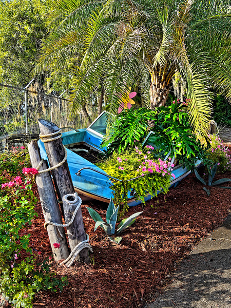Speedboat Planter