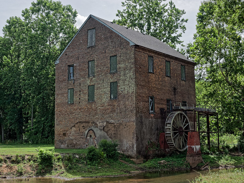 Lindale's Old Brick Mill