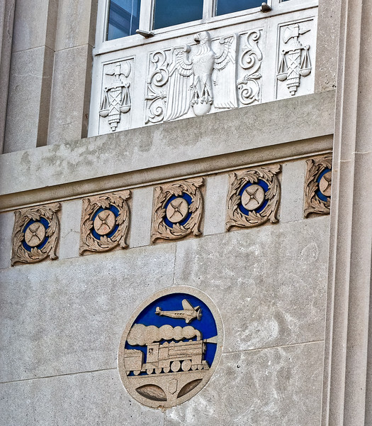 Bas-relief and sculpture on United States Post office Columbus