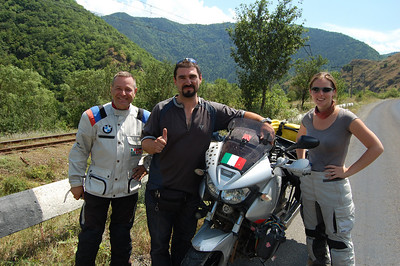 We bump into Marco & Paolo, 2 Italian bikers doing a similar route to ours but in reverse - a great chance to swap advice and info.