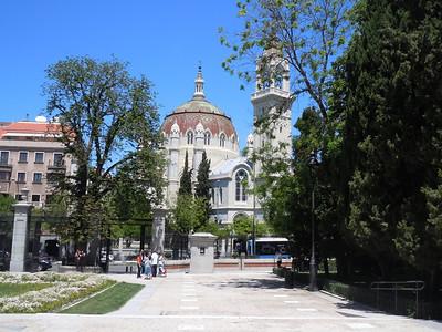 Saturday, we spent some time walking around Retiro Park, Madrid's equivalent of New York's Central Park.