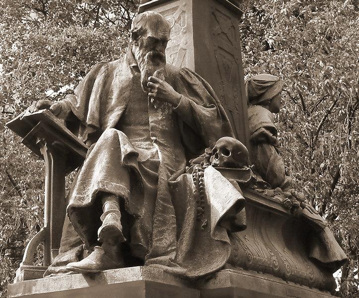Statues on the Kelvin Way bridge